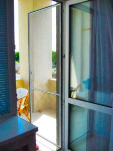 Москитная дверь на балкон